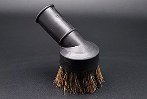 Lura dust brush
